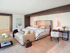 So in der Art mag ich das Bett haben schön geräumig und die Aircon schön versteckt in einem Lüftungskanal auf Holz