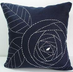 Hand Embroidery Design Resultado de imagem para simple hand embroidery designs for pillow covers Sashiko Embroidery, Japanese Embroidery, Hand Embroidery Patterns, Ribbon Embroidery, Embroidery Stitches, Simple Embroidery, Machine Embroidery, Embroidery Thread, Embroidery Supplies
