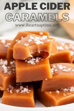 Caramel Candy, Caramel Apples, Party Desserts, Dessert Recipes, Fall Recipes, Holiday Recipes, Yummy Treats, Delicious Desserts, Homemade Pastries