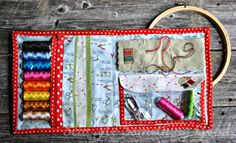 Patchwork,+Please+Embroidery+Pouch+-inside.jpg (1600×970) Extra pocket with zipper!