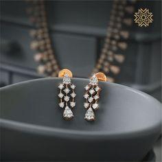 Jewelry Design Earrings, Gold Earrings Designs, Gold Jewellery Design, Unique Earrings, Indian Jewelry Earrings, Baby Earrings, Gold Designs, Leaf Jewelry, Fashion Earrings