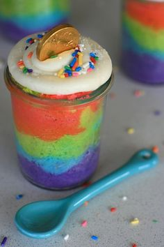 A rainbow cake is fun to look at and eat and a lot easier to make than you might think. Here's a step-by-step guide for how to make a rainbow birthday cake. Wedding Cake Designs, Wedding Cake Toppers, Cake Wedding, Gold Wedding, Just Desserts, Delicious Desserts, Rainbow Birthday, 8th Birthday, Birthday Ideas
