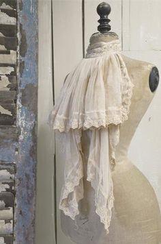 ✽ vintage mannequin with lace jabot