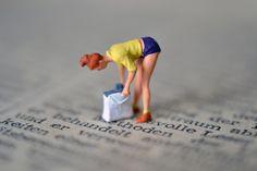 プライザー チケットを探す女性 | Preiserと洋書のA.Koreander