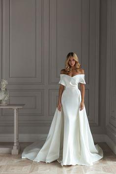 Formal Dresses For Weddings, Wedding Dress Trends, Dream Wedding Dresses, Bridal Dresses, Bridesmaid Dresses, Dress Formal, Formal Wear, Modern Wedding Dresses, Sleek Wedding Dress