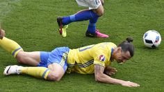 Sweden's forward Zlatan Ibrahimovic falls down during the Euro 2016 group E football match between Italy and Sweden at the Stadium Municipal in Toulouse on June 17, 2016.  / AFP / Pascal PAVANI