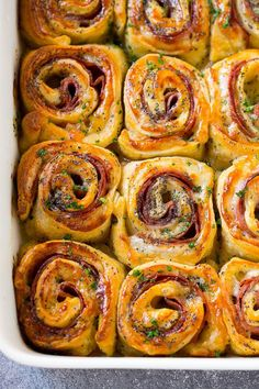 Ham and Cheese Pinwheels 30 Easy Christmas Appetizers – Best Holiday Appetizer Recipes – Karluci Finger Food Appetizers, Yummy Appetizers, Appetizers For Party, Appetizer Recipes, Appetizer Ideas, Easy Pinwheel Appetizers, Breakfast Appetizers, Cheese Appetizers, Make Ahead Christmas Appetizers