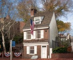 Betsy Ross House in Philadelphia, Pennsylvania Weekend Trips, Day Trips, East Coast Road Trip, Us Destinations, New England Style, Summer Travel, Rv Travel, Historic Homes, Old Houses