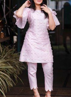 Baby pink & white Sleeves Designs For Dresses, Dress Neck Designs, Blouse Designs, Pakistani Dress Design, Pakistani Outfits, Indian Outfits, Kurta Designs Women, Salwar Designs, Mehndi Designs