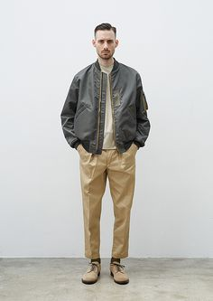 A daily curation of mens style. Trotter (fr/Trotteur): fetcher and carrier: messenger. Daily Fashion, Japan Fashion, Look Fashion, Mens Fashion, Minimal Fashion, Timeless Fashion, Style Casual, Men Casual, Style Du Japon