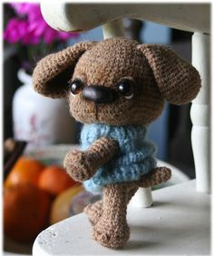 Amigurumi dog   Would someone that knows how to knit (or crochet) make this for me....  please...  = )  <3  So cute!