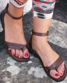 {Sandals}
