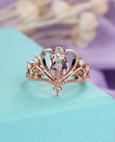 Morganite Engagement Ring Pear, Pear Shaped Engagement Rings, Dream Engagement Rings, Cute Jewelry, Jewelry Rings, Jewelery, Jewelry Accessories, Bridal Jewelry, Vintage Diamond Rings