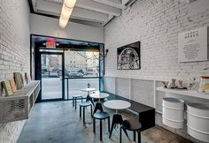 These photos show the best coffee shop interior design inspiration for you. We have collected these best coffee shop and cafe design inspiration for you. Nyc Coffee Shop, Small Coffee Shop, Best Coffee Shop, Coffee Shops, Cafe Shop Design, Coffee Shop Interior Design, Coffee Design, Soho, Showroom Design