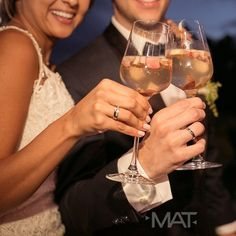 Brindemos por un año que nos trajo nuevas uniones y recibamos un 2017 con los ¡sí! que marcarán historia. Foto @matfotografia  Llama al 3106158616 / 3206750352 / 3106159806 y reserva desde ya, atendemos todos los días de la semana y fines de semana incluido festivos.  #ZonaE #CasaBali #ZonaELlangrande #bodas #BodasAlAireLibre #BodasCampestres #Eventos #weddingplaner #weddingplanning #weddingtips #boda #wedding #timetoparty #celebration #weddingreception #weddingparty #destinationwedding…