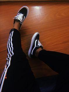 Adidas Shoes Women, Vans Shoes, Tumblr Photography, Photography Poses, Girl Photo Poses, Girl Photos, Looks Adidas, Foto Casual, Fake Photo