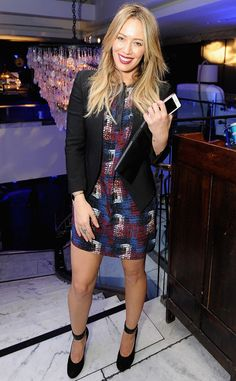 Who made Hillary Duff's black blazer, clutch handbagm red print dress, and ankle strap pumps that she wore in West Hollywood on January Carrie Bradshaw, Casual Hair Updos, Hilary Duff Style, The Duff, Work Fashion, Women's Fashion, Celebrity Style, My Style, How To Wear