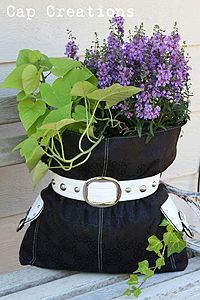 Using an old purse to create a planter.  Awsome idea, we all have a purse or two that we no longer want.