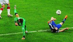 Manuel Neuer verhinderte in dieser Szene ein Tor, aber seine Aktion hätte auch ganz anders enden können.