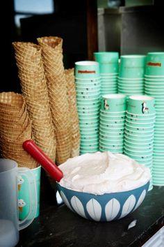 Til enhver isvaffel hører sig et godt lag fluffy guf. Her får du opskriften, som de laver den på det populære Ismageriet på Amager og i Søborg. Ice Cream, Tableware, Sink, Ice Candy, Gelato, Dinnerware, Icecream Craft, Dishes, Place Settings