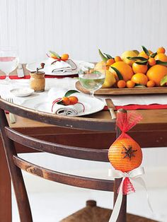 Give your tabletops a colorful look with fresh navel oranges, kumquats and lemons #decorations