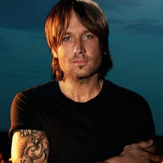 Keith Urban Goes Inside New Album 'Fuse'...sigh. Going to the concert in Tampa Oct 4th woo hoo!