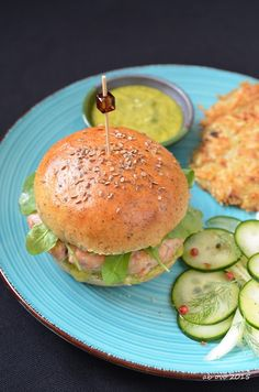 Burger-of-Forelle-Lachs-Sauce-HÄNDLER-Dill-and-Kartoffel Latkes-of-