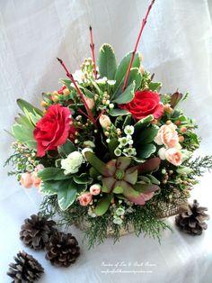 A Winter Palette ~ Valentine's Day Centerpiece http://ourfairfieldhomeandgarden.com/floral-workshop-a-winter-palette/