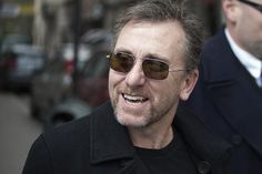 Tim Roth (Cal Lightman on Lie to Me), male actor, great tv, show, sunglasses, great face, portrait, photo