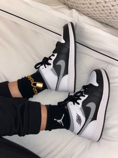Nike Shoes Photo, Cute Nike Shoes, Cute Nikes, Cute Sneakers, Nike Air Shoes, Outfit With Nike Shoes, Black Nike Shoes, Shoes Sneakers, Jordan Shoes Girls