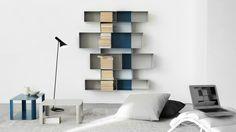 Modulaire étagères Spread Shelf pour contenir des livres et d'autres objets de la maison la plus chère. L'étagère Spread Shelf est un objet simple et utile, conçu pour ranger des objets ou des livres.