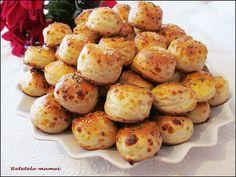 Pogăcele cu cașcaval Romanian Food, Beignets, Pretzel Bites, Baked Potato, Macarons, Brunch, Food And Drink, Potatoes, Sweets