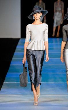 Giorgio Armani at Milan Fashion Week Spring 2012 - Runway Photos Timeless Fashion, Love Fashion, High Fashion, Fashion Outfits, Fashion Design, Couture Fashion, Runway Fashion, Womens Fashion, Milan Fashion