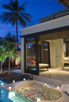 Always loved the sunken bath idea <3 ..but outside makes it even more of a MUST have!!!