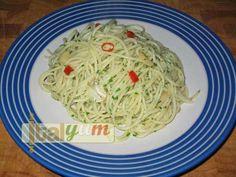 Spaghetti Aglio Olio Peperoncino (Garlic, Oil and Chilli Spaghetti)