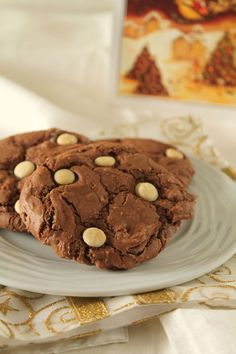 These gluten free chocolate peanut butter cookies are super soft and super rich. Fudgey cookies with a peanut butter surprise! These chocolate peanut butter cookies are so good you will never miss the flour! Cookie Desserts, Just Desserts, Cookie Recipes, Delicious Desserts, Dessert Recipes, Double Chocolate Cookies, Chocolate Peanut Butter Cookies, Peanut Butter Cookie Recipe, Chocolate Chips