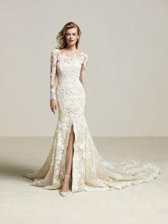 Driate: Vestido de novia con apertura central, muy sensual - Pronovias | Pronovias