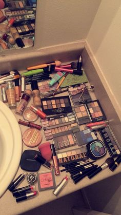 - - Schminke - Make Up Products Drugstore Makeup Dupes, Makeup Cosmetics, Makeup Storage, Makeup Organization, Love Makeup, Makeup Inspo, Jeffree Star Gemini, Mac Sin, Snapchat Makeup