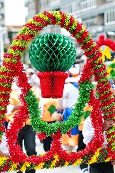 """As festas dos santos populares são uma celebração  portuguesa.  Historicamente, está relacionada com a festa pagã do solstício de verão, que era celebrada no dia 24 de Junho, segundo o calendário Juliano (pré-gregoriano) e cristianizada na Idade Média como """"festa de São João"""".  Santo António (13 de junho) São João (24 de junho)                                                 São Pedro (29 de junho)"""