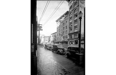 North side of 400 block West Pender, looking northwest in the rain, December Photographer / Studio: Dominion Photo Co. Photographic Studio, North West, Vancouver, Street View, History, December, Public, Rain, Historia