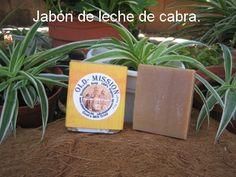 Jabón con leche de cabra. Para todo tipo de piel. Suave y agradable.  Visita nuestro blog http://comohacerjabonesnaturalesencasa.com/