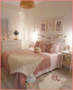 Girl Room Decor Ideas - How should I arrange my bedroom? Girl Room Decor Ideas - Where should I put my bed in the bedroom? Teen Bedroom Designs, Bedroom Decor For Teen Girls, Cute Bedroom Ideas, Cute Room Decor, Room Ideas Bedroom, Teen Room Decor, Small Room Bedroom, Dream Bedroom, Home Decor Bedroom