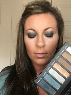 Addiction Palette 4 Cheerful on Lid Secretive in crease of eye Tender as highlight Triumphant in crease