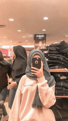 Stylish Hijab, Casual Hijab Outfit, Ootd Hijab, Hijab Chic, Hijabi Girl, Girl Hijab, Modern Hijab Fashion, Muslim Fashion, Foto Mirror