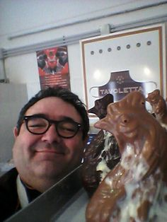 Selfie con gallina pasquale www.cioccolatotavoletta.it