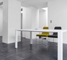 SO, Chairs Designer : N. Nasrallah & C. Horner   Ligne Roset