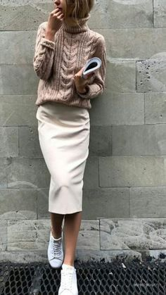 automne hiver -Tendances automne hiver - casual+style+obsession_bag+++sneakers+++blush+skinnies+++oversized+knit+sweater Sweater and Sweater Skirt Look Fashion, Trendy Fashion, Autumn Fashion, Womens Fashion, Trendy Style, Fashion 2018, Fashion Shops, Fashion Art, Feminine Fashion