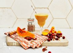 Vegan Thanksgiving smoothie - squash, cranberries and pecans Protein Smoothie Recipes, Smoothies, Delicious Vegan Recipes, Healthy Recipes, Healthy Breakfasts, Hemsley And Hemsley, Pumpkin Smoothie, Vegan Thanksgiving, Healthy Treats