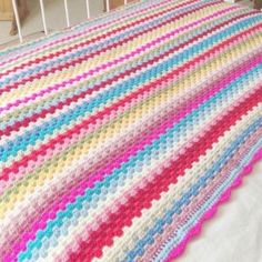 FREE Pattern: How to Crochet Granny Stripes The granny stripe crochet pattern has been popular for several years now, especially for making bla Granny Stripe Crochet, Granny Stripe Blanket, Striped Crochet Blanket, Easy Crochet Blanket, Make Blanket, Granny Pattern, Crocheted Afghans, Scrap Yarn Crochet, Knit Crochet