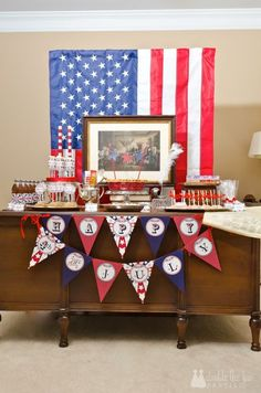 Sneak a little history into your 4th of July Party, Declaration of Indpendence-style | Double the Fun Parties | http://doublefunparties.com/2014/07/03/tbt-my-declaration-of-independence-party/